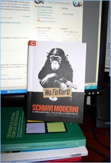 Il libro Schiavi Moderni